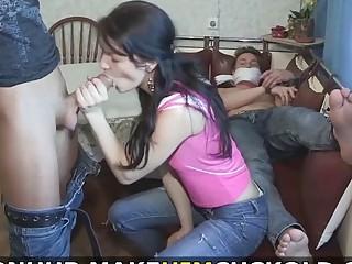Esposa convierte a su marido en un cornudo